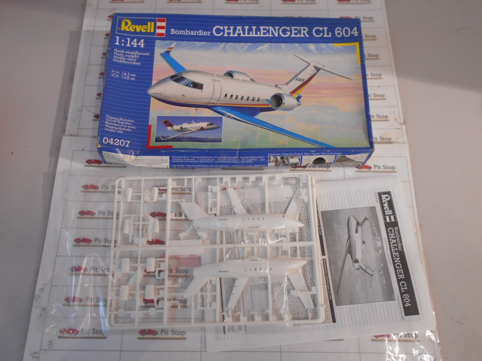 Revell 04207 Bombardier Challenger CL604 1/144